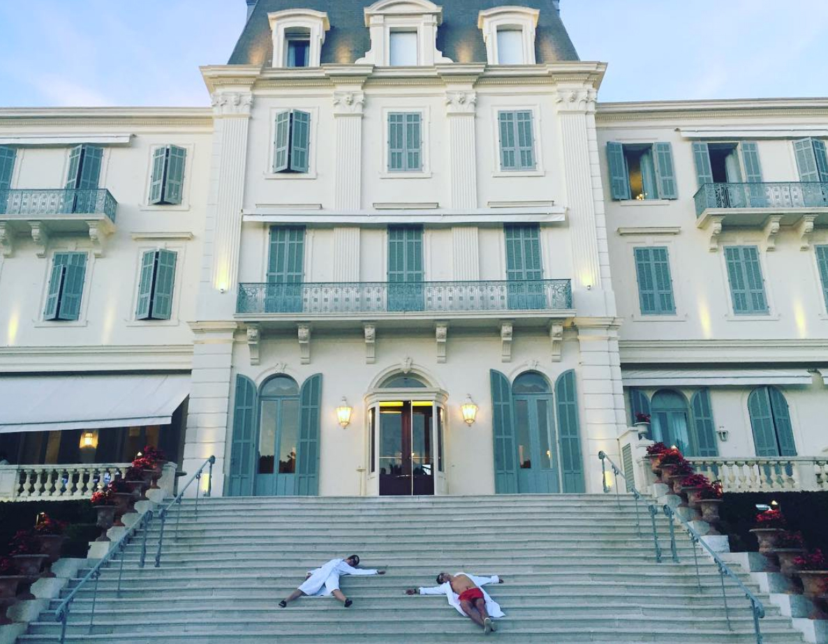 """instagram-official katy perry orlando bloom - The """"Roar"""" singer made her new romance official on Instagram when she shared a hilarious photo of herself and the Pirates of the Caribbean star sprawled on the steps of Cannes' Hotel du Cap-Eden-Roc. """"we cannes't,"""" she captioned the post."""