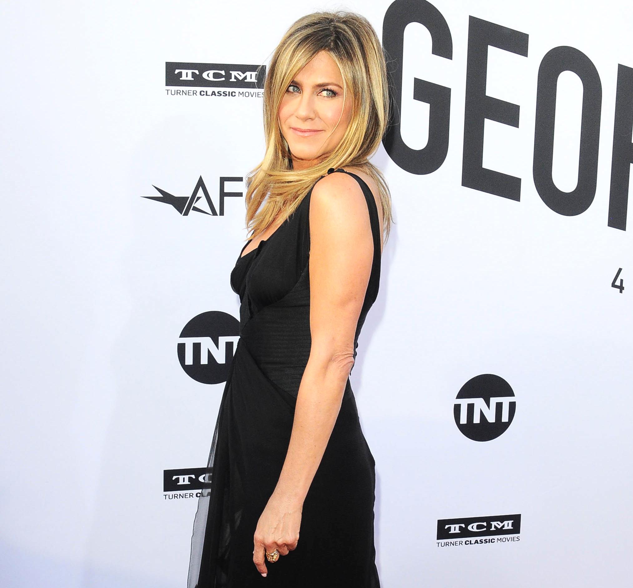 Jennifer Aniston Hasnt Given Up On Love Justin Theroux Split