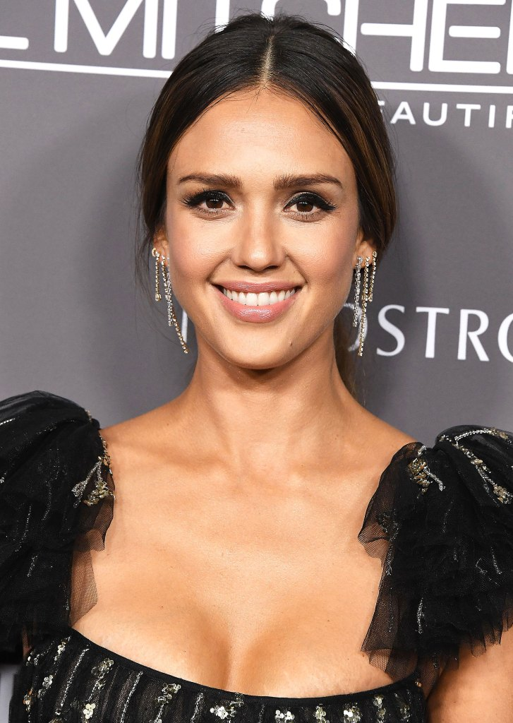 Jessica Alba's Honest Beauty Makeup at 2018 Baby2Baby Gala ...