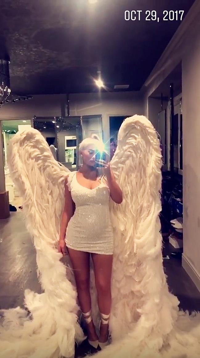 Kylie Jenner Baby Bump Victoria's Secret