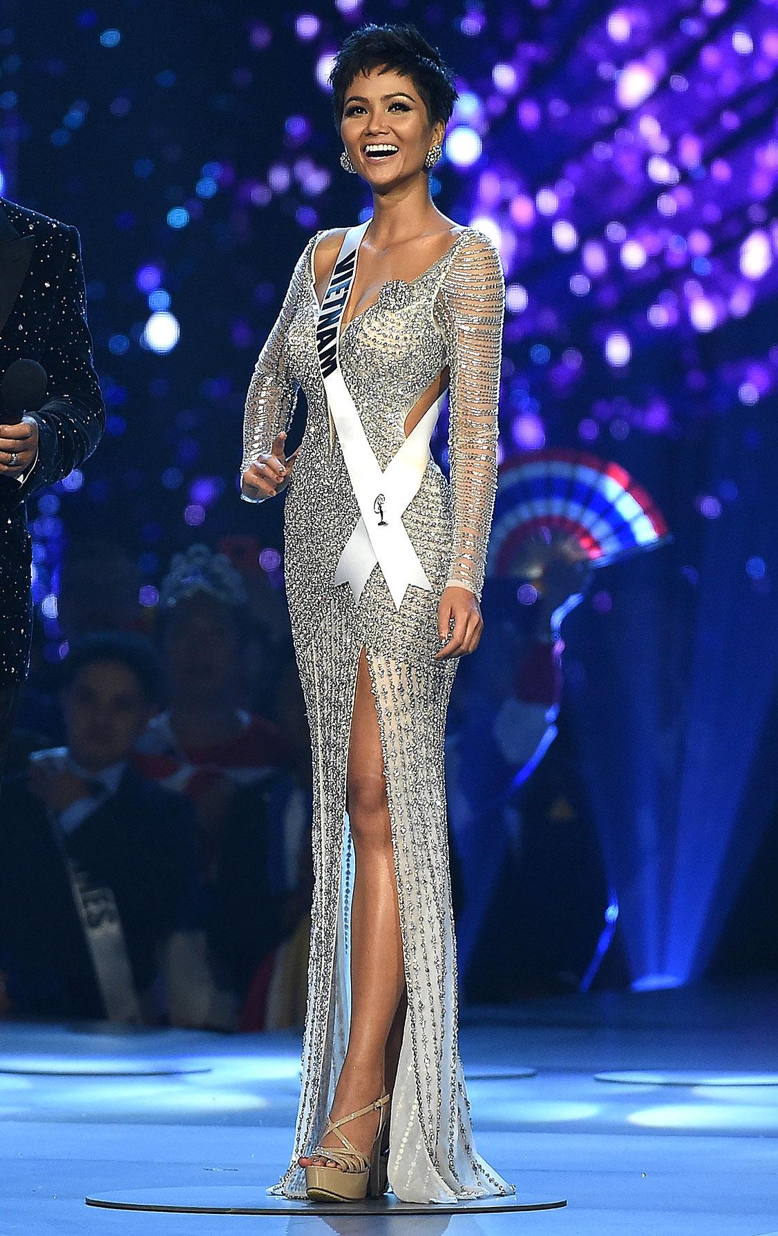 1-Miss-Vietnam-H'Hen-Nie-miss-universe - In a silver long-sleeve, floor-length gown.