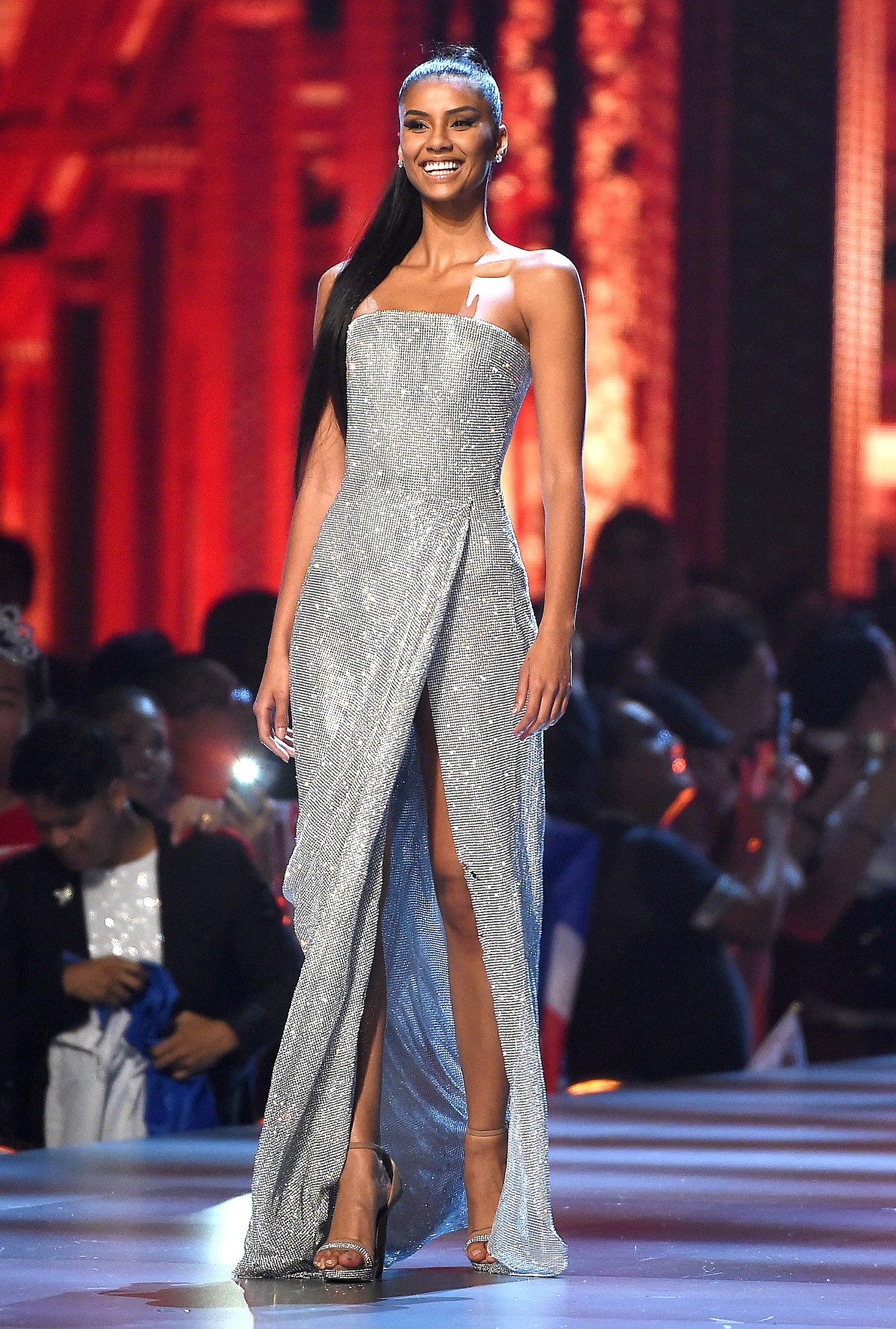 1-miss-South-Africa-Tamaryn-Green - In a dazzling silver gown featuring beading and a thigh-high slit.