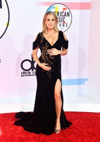 Carrie Underwood Celebrities who debuted bumps at awards shows