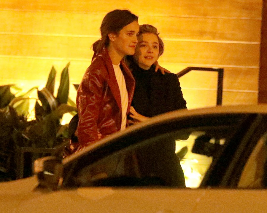 Chloe-Grace-Moretz-kissing-Kate-Harrison