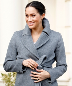Duchess-Meghan-gift-giver
