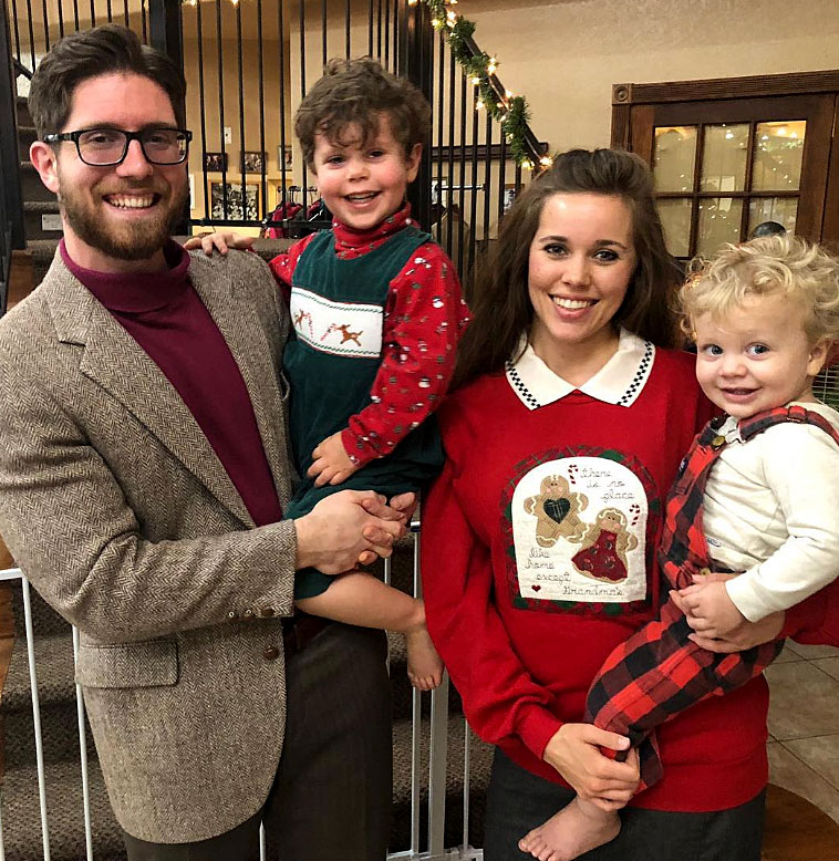 Ugly Christmas Family Pictures.Duggar Family Has First Ugly Christmas Sweater Party Pics