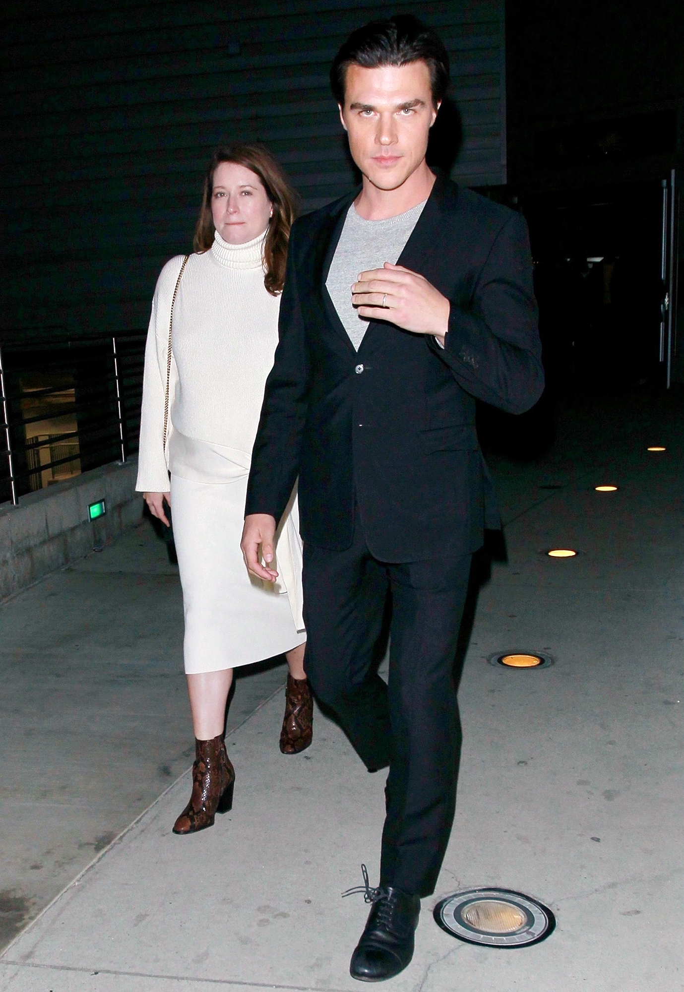 Sarah Roberts Finn Wittrock Pregnant - Sarah Roberts and Finn Wittrock heading to an event together in Los Angeles, California on December 4, 2018.