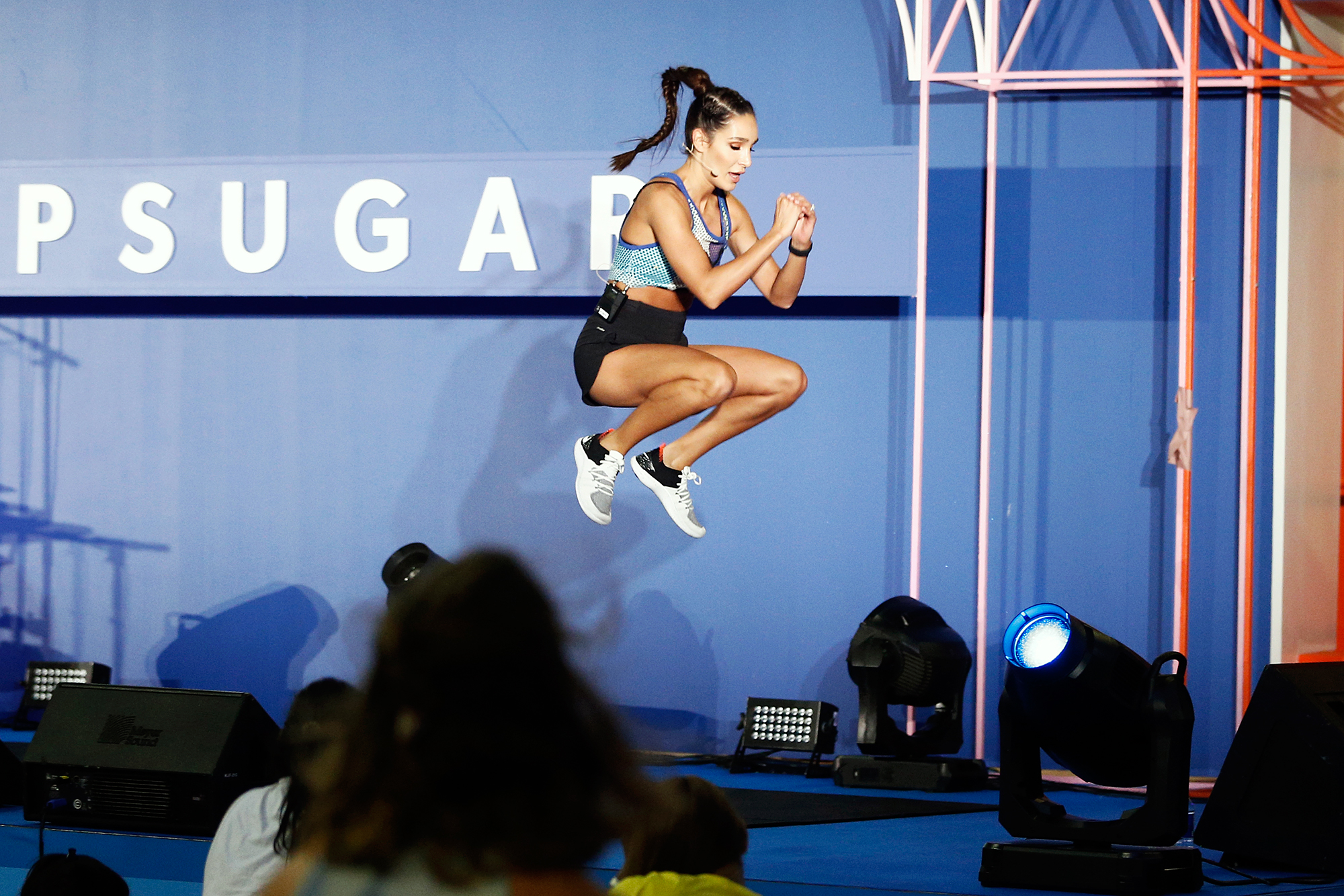 Fitness Sensation Kayla Itsines 20 Weeks Pregnant
