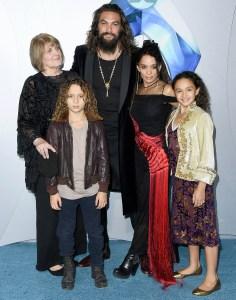 Jason-Momoa-and-kids-aquaman
