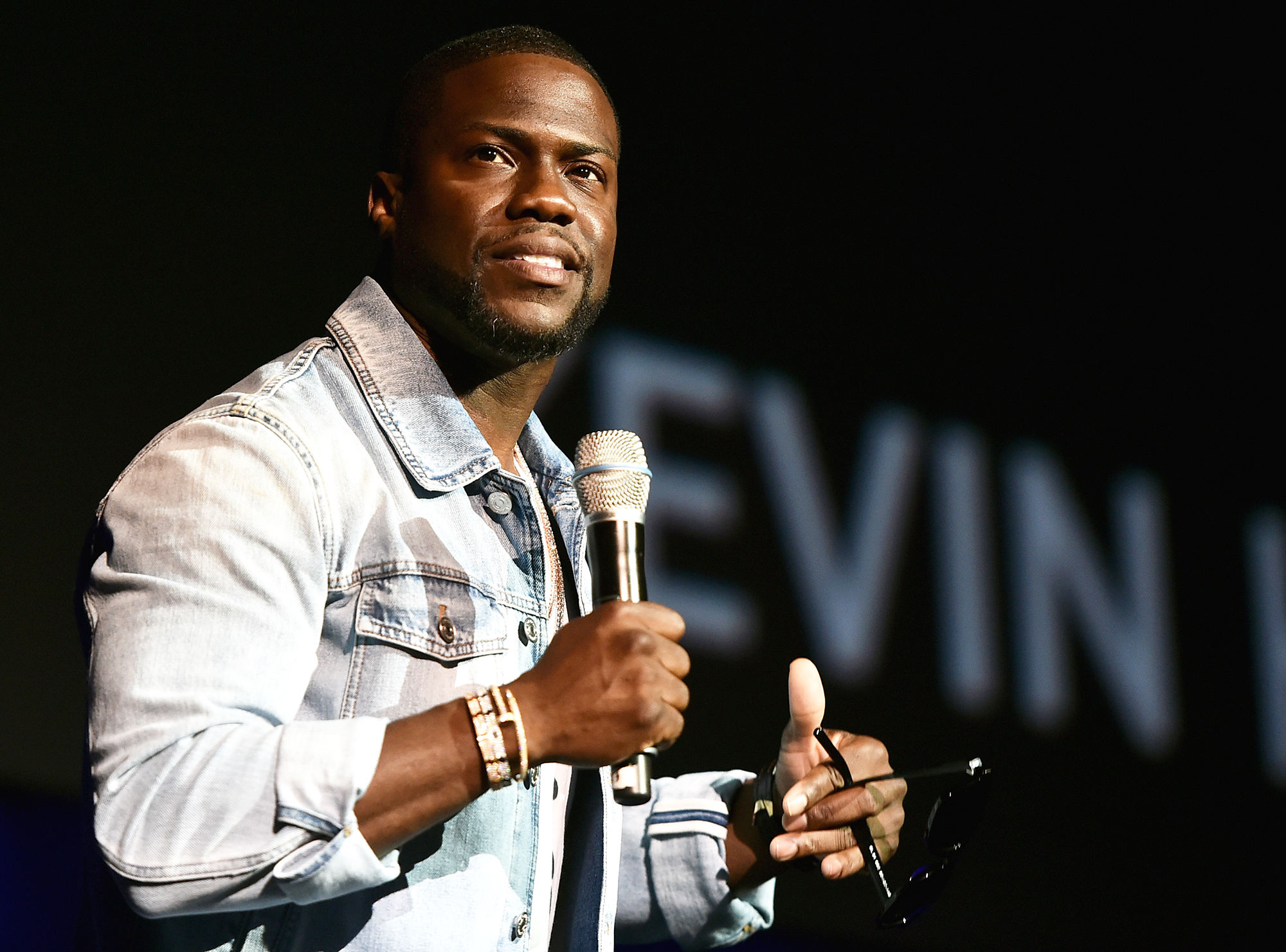 Kevin Hart Comedy Show Crowd Embrace Flaws Oscars Scandal