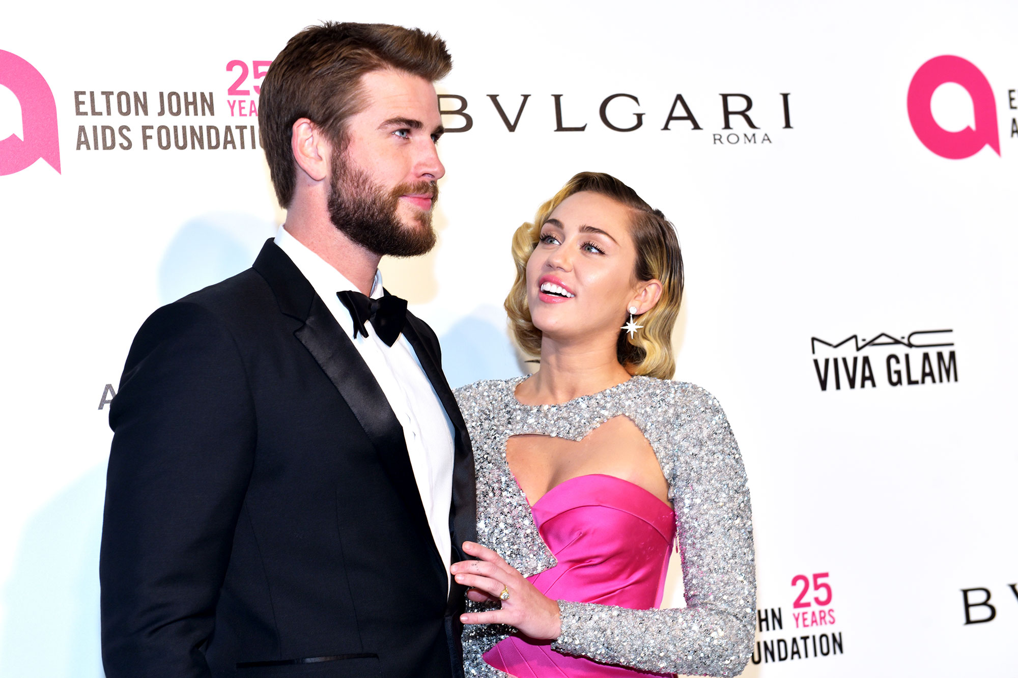Liam Hemsworth Miley Cyrus - Liam Hemsworth (L) and Miley Cyrus attend the 26th annual Elton John AIDS Foundation's Academy Awards Viewing Party at The City of West Hollywood Park on March 4, 2018 in West Hollywood, California.