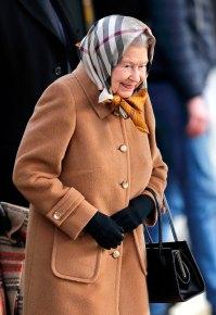 Queen-Elizabeth-II-burberry-scarf