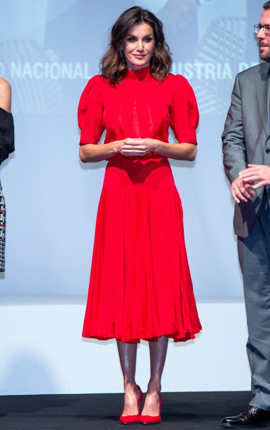 Queen-Letizia-of-Spain-red-dress-heels