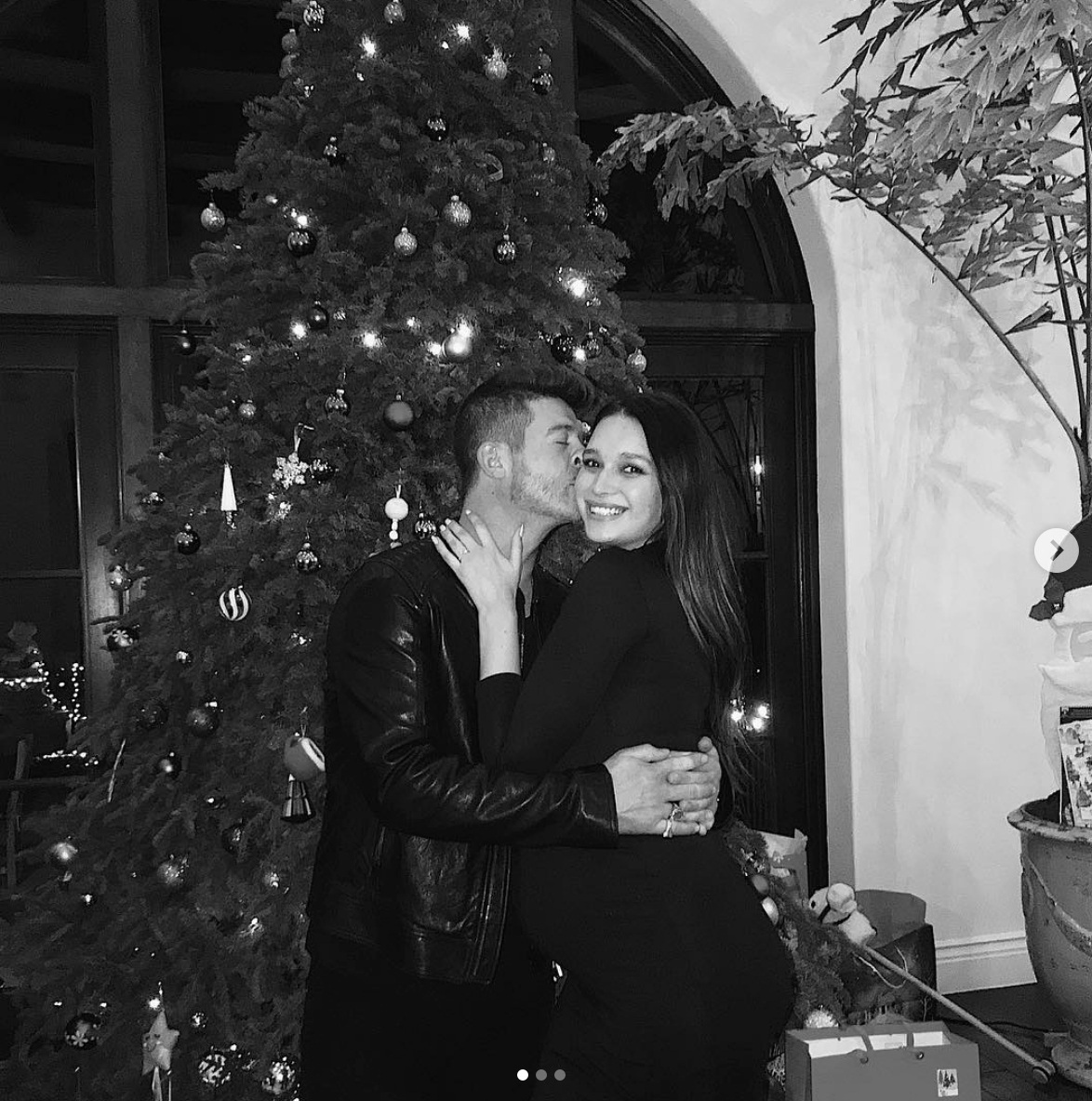 """Robin-Thicke-and-April-Love-Geary-engaged - The """"Blurred Lines"""" crooner proposed to Geary , who is pregnant with the couple's second child, over the holidays. The model posted photos and a video from the pair's special moment to Instagram on December 25."""