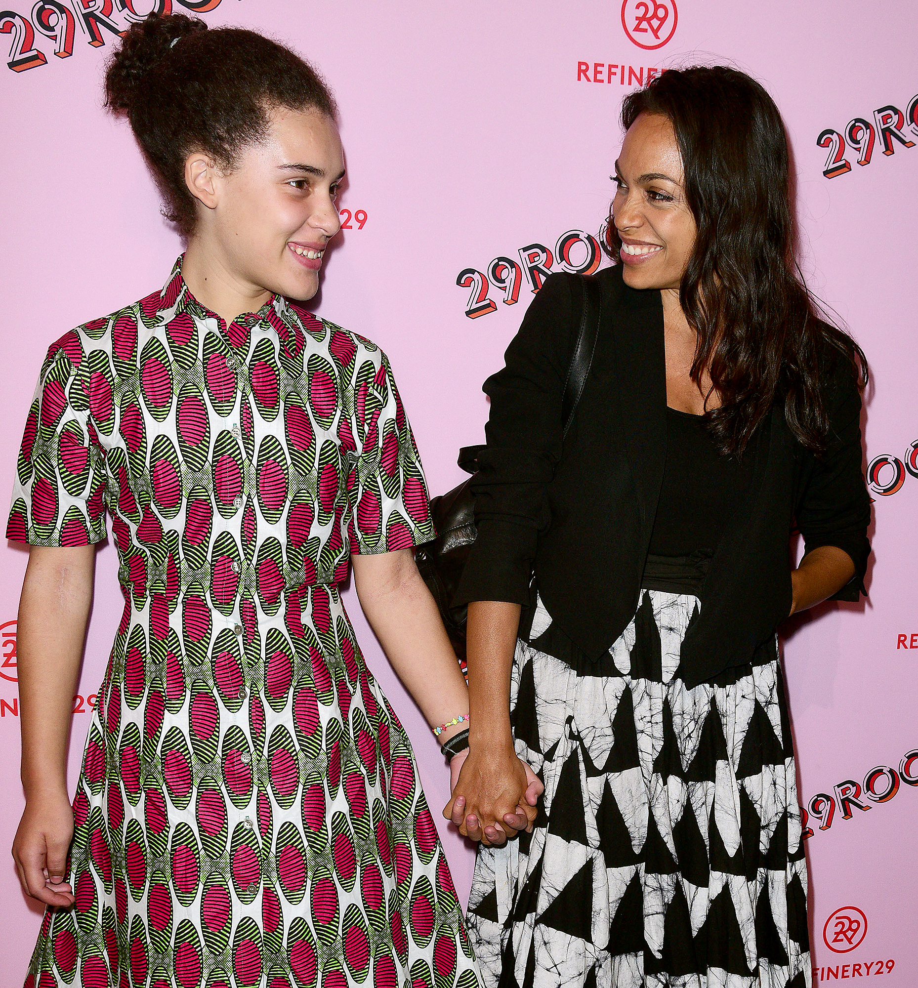 """Rosario-Dawson-daughter-lola - Rosario Dawson and daughter Lola attend Refinery29's """"29Rooms: Turn It Into Art"""" at 106 Wythe Ave on September 7, 2017 in New York City."""