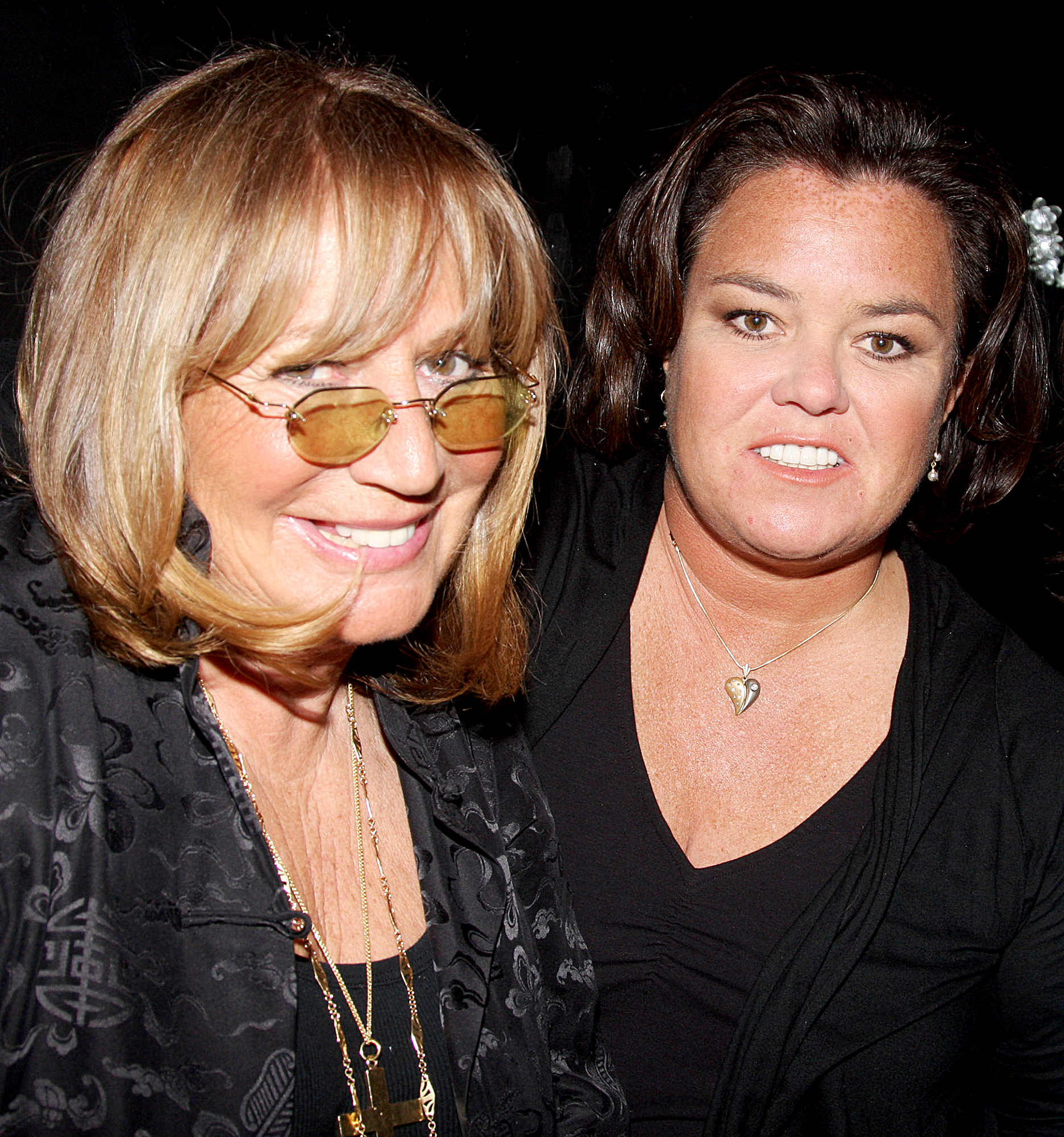 Rosie-O'Donnell-Penny-Marshall-death - Penny Marshall and Rosie O'Donnell pose at the 2009 Passing It On Gala to benefit Rosie's Broadway Kids at the New World Stages on April 27, 2009 in New York City.