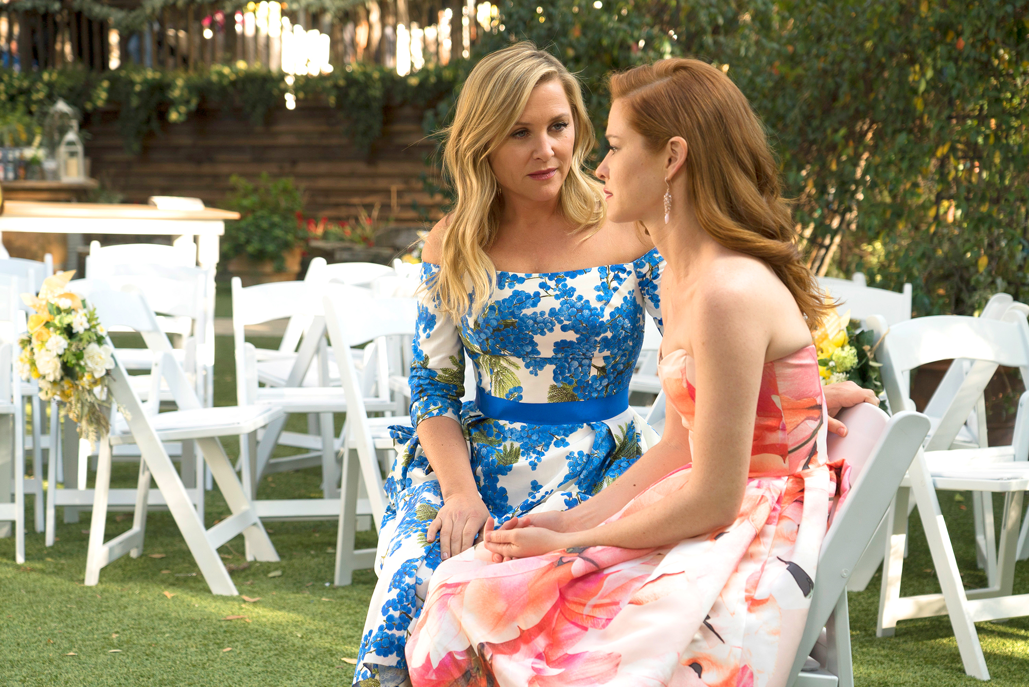 A Timeline 'Grey's Anatomy' Behind-the-Scenes Drama - Fans were shocked after ABC announced in March 2018 that Sarah Drew and Jessica Capshaw were not returning to the show for season 15. (Drew was on the series for nine seasons, while Capshaw appeared on 10.)