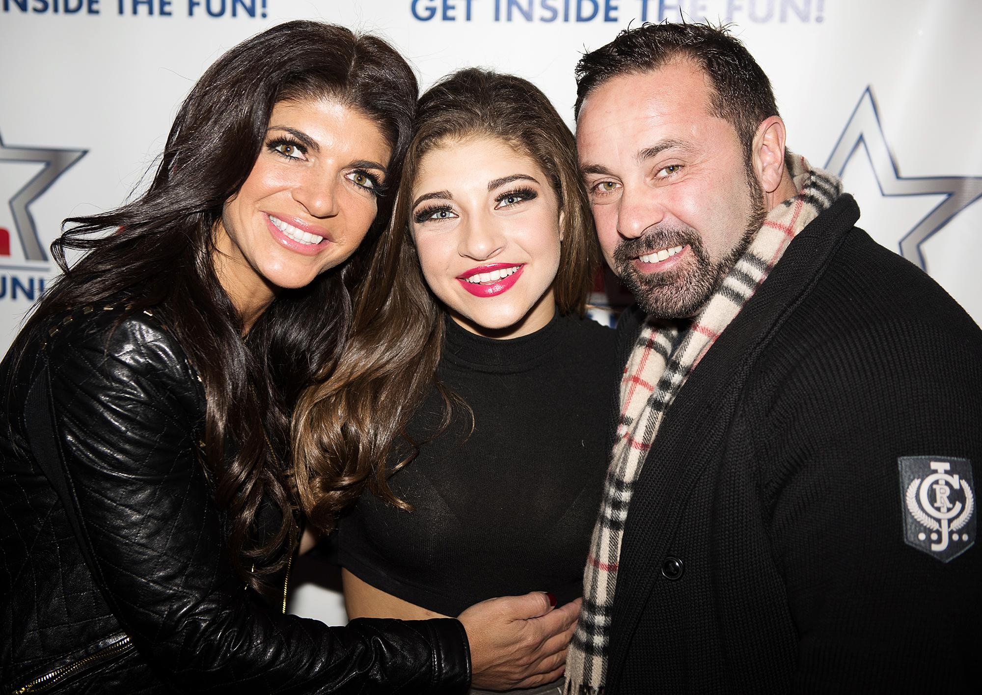 Teresa Giudice Daughters Visit Joe Giudice Prison Christmas