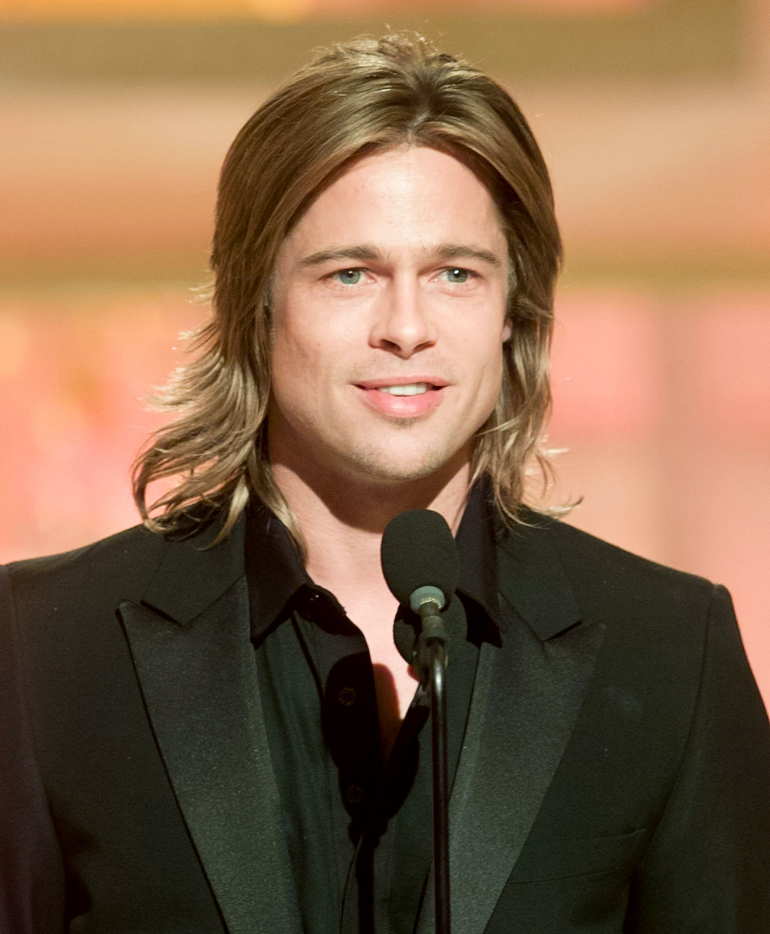 brad-pitt-long hair golden globes - We'd love to know what Pitt was thinking with this overgrown flippy style at the 2003 Golden Globes.