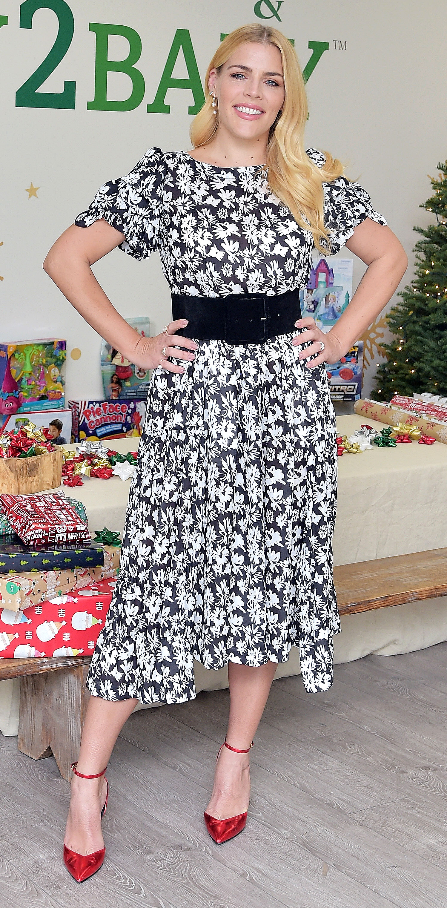 "Stars Tell Us How They're Staying Healthy This Holiday Season - Sometimes the best way to stay healthy is simply to enjoy the season and not worry about indulging. ""I really am just such a strong believer in moderation,"" Busy Philipps told Us on November 28."