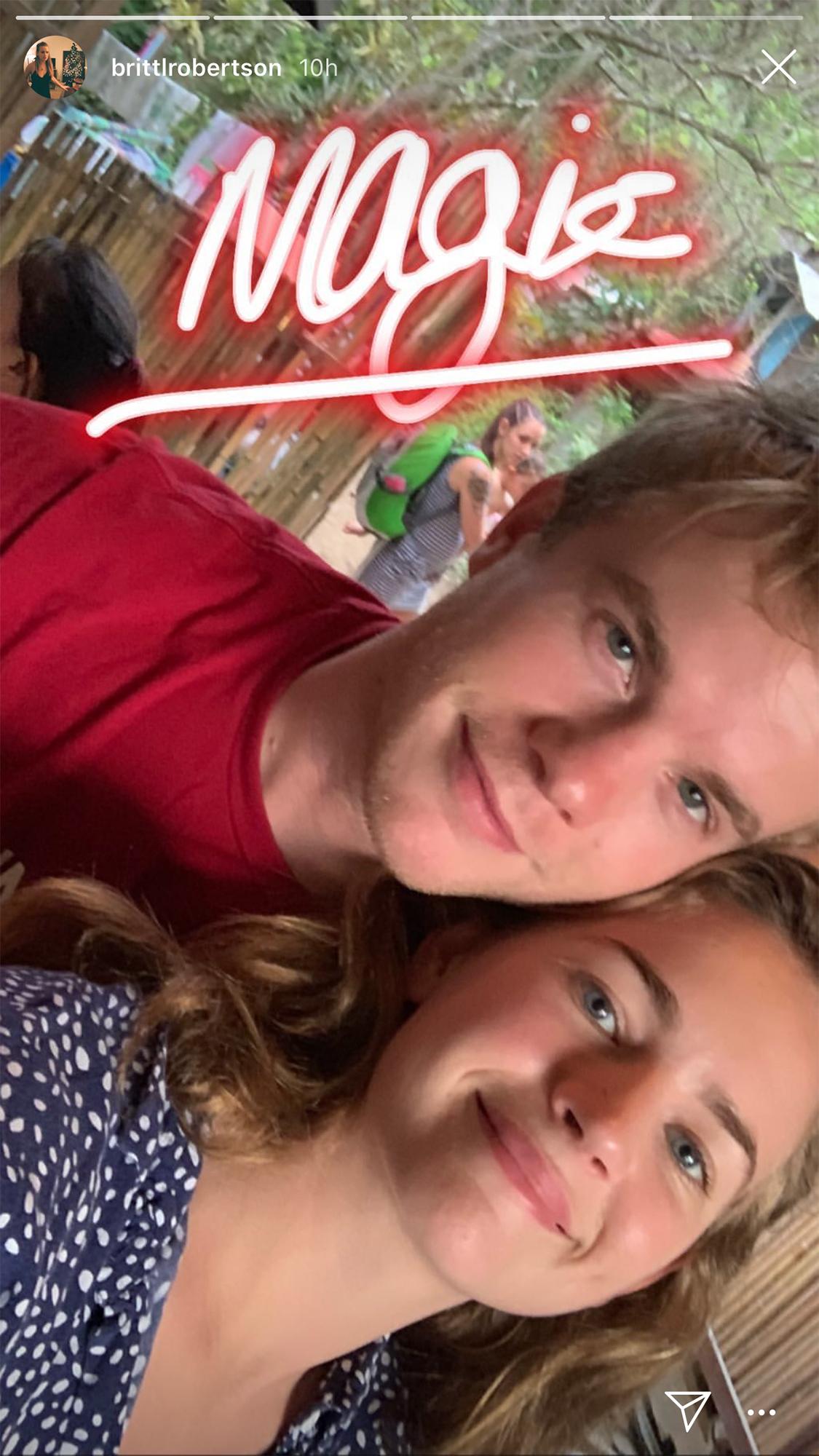 som är Britt Robertson dating 2013 Soirée hastighet dating Rhone Alpes