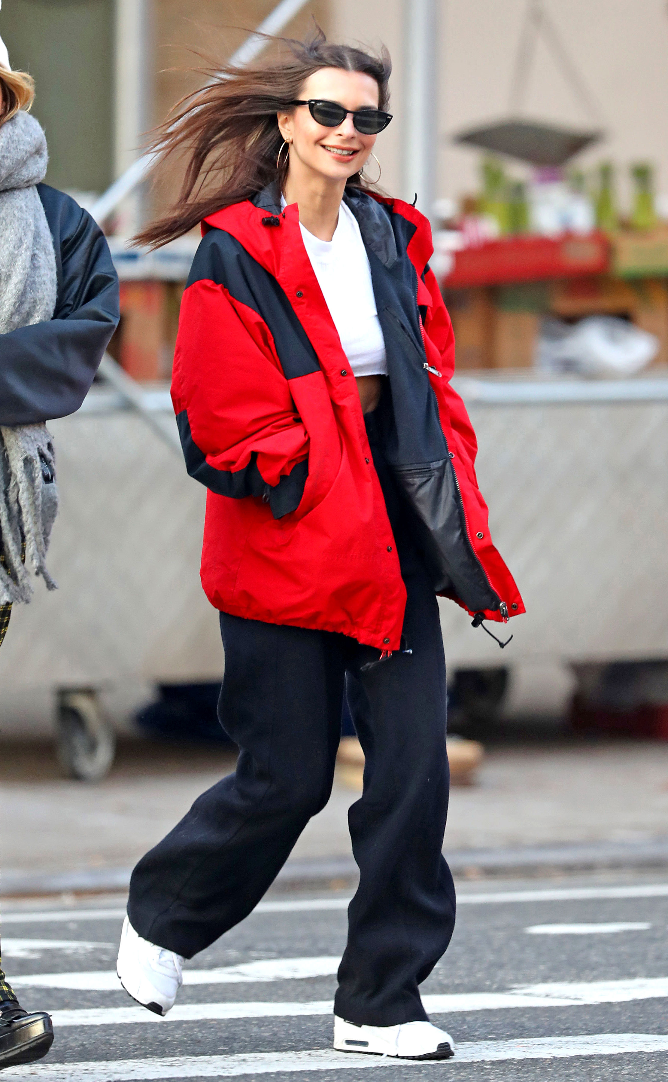 emrata-color-block-coat - To compensate for showing off her super toned tummy in NYC on Wednesday, December 12, the model bundled up in a slouchy North Face puffer.
