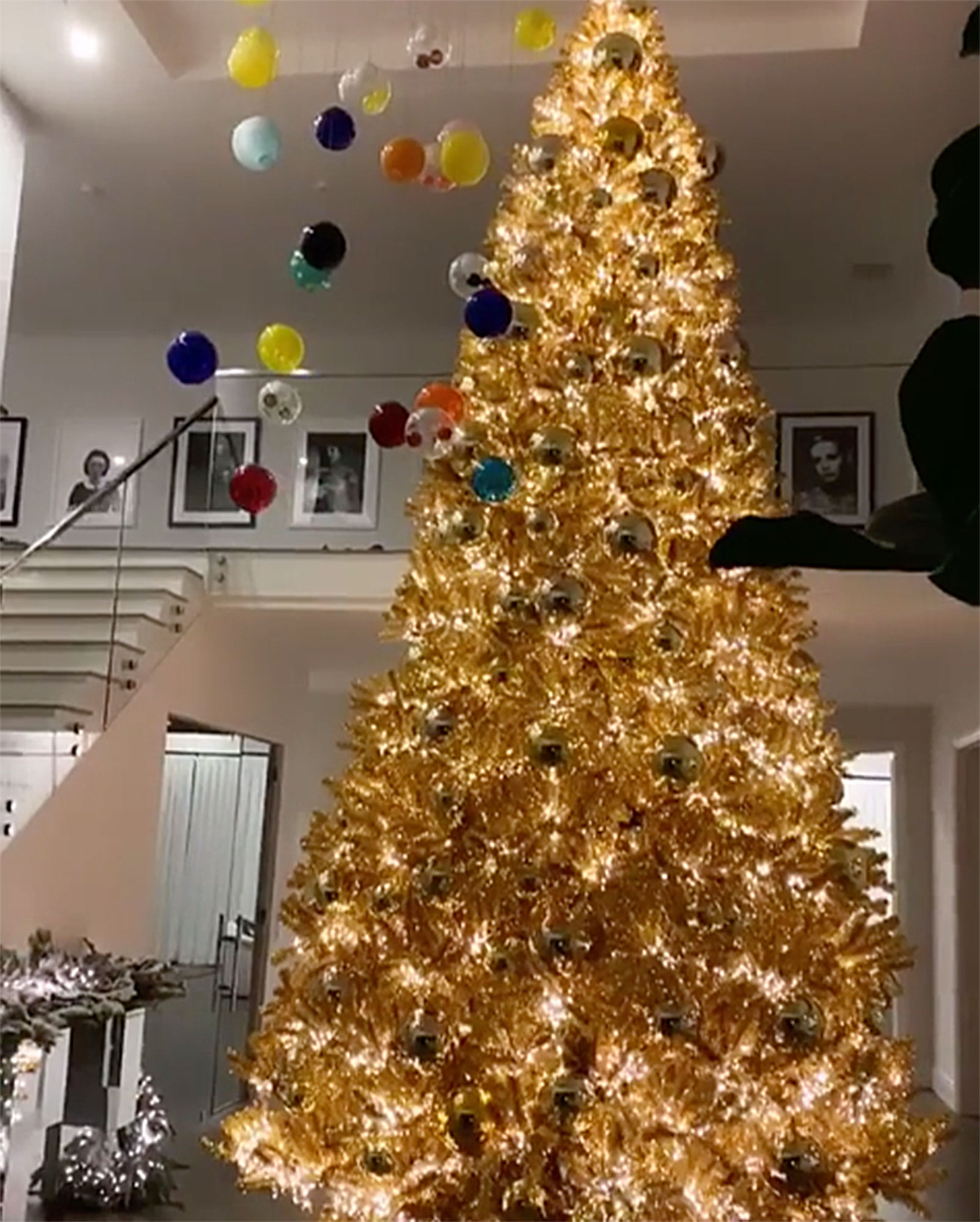 See the Kardashian Family\'s 2018 Holiday Decorations