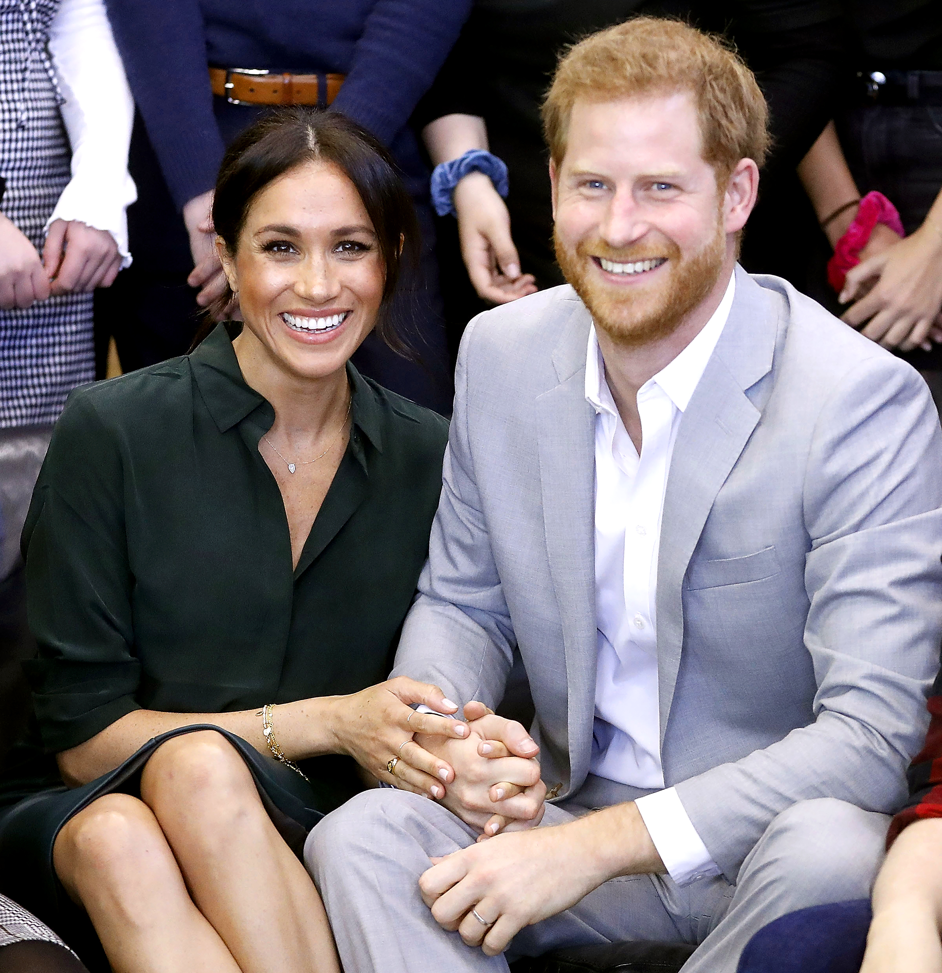 prince-harry-duchess-meghan - Meghan, Duchess of Sussex and Prince Harry, Duke of Sussex make an official visit to the Joff Youth Centre in Peacehaven, Sussex on October 3, 2018 in Peacehaven, United Kingdom.