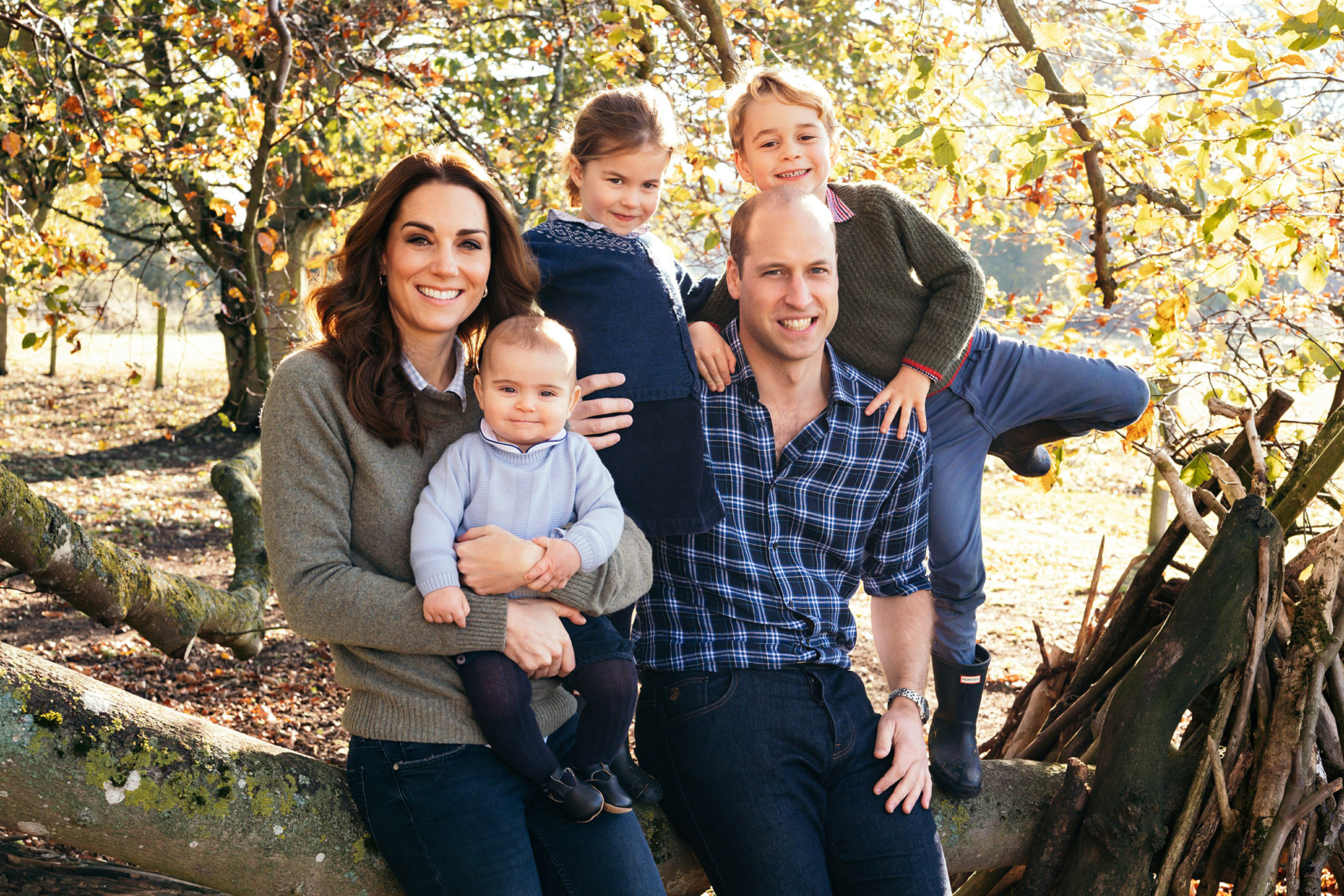 prince-william-kate-middleton-holiday-card-2018 - William, Kate, George, Charlotte and Louis looked cute and causal in their first Christmas card as a family of five.