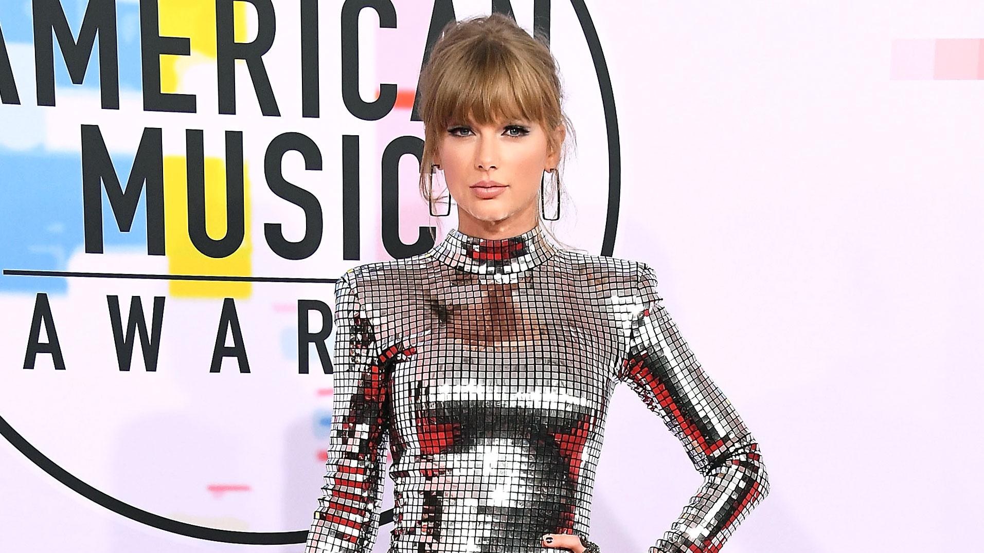 417a60282af Taylor Swift s Red Carpet Style Evolution
