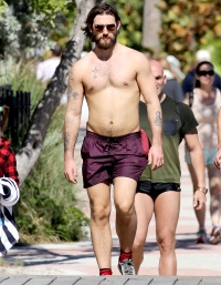 Alex-Pettyfer-shirtless