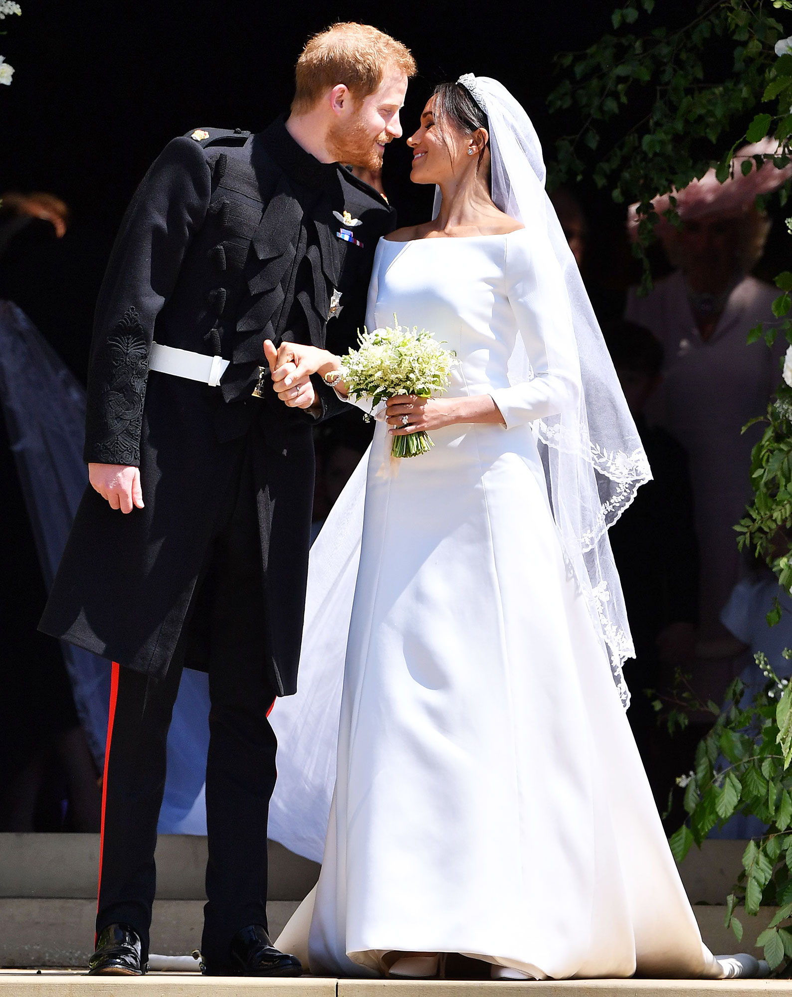 Anna Wintour Thoughts Duchess Meghan Wedding Dress - Prince Harry and Duchess Meghan emerge from the West Door of St George's Chapel, Windsor Castle on May 19, 2018 after their wedding ceremony.
