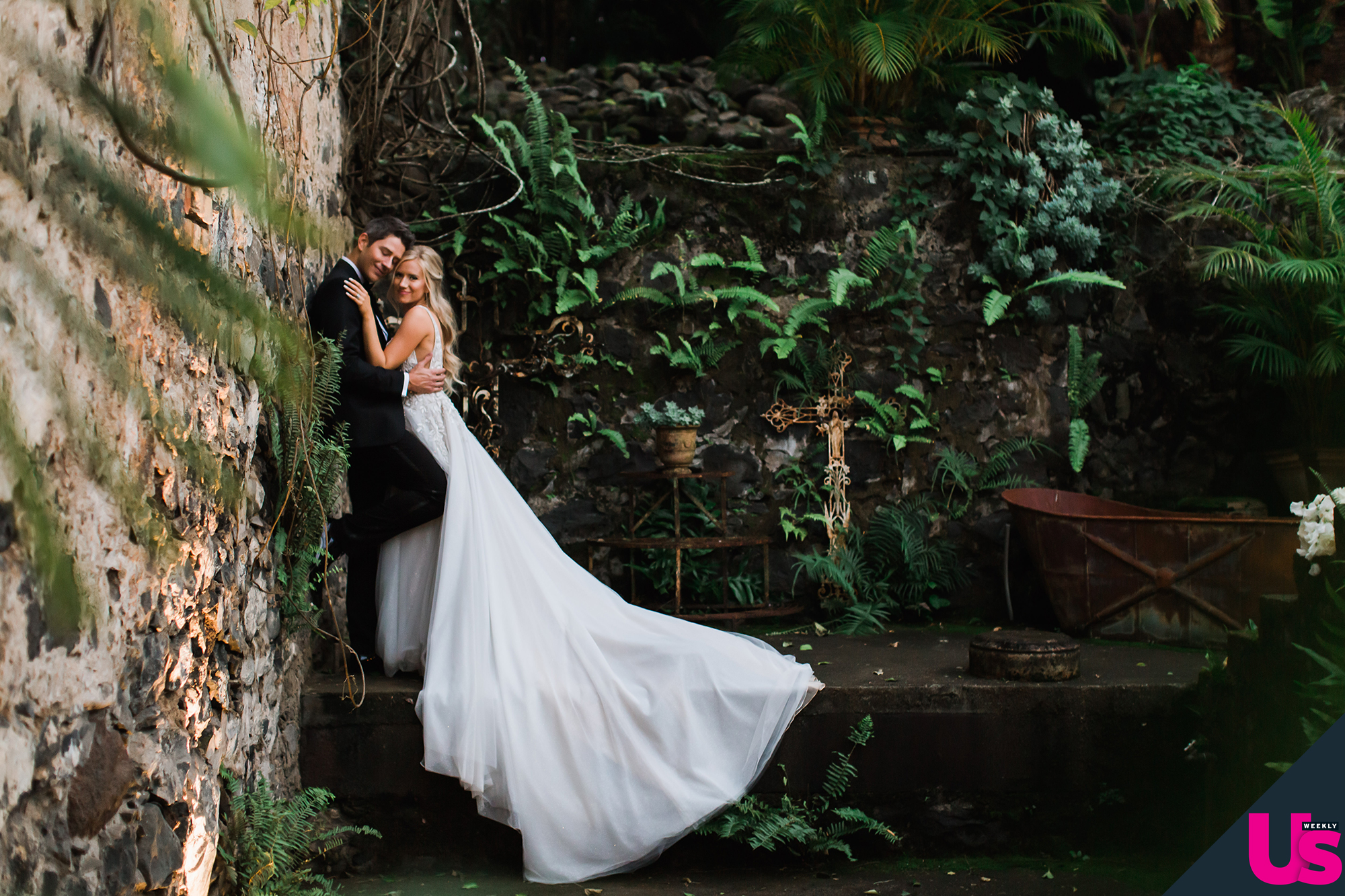 Arie-Luyendyk-Jr. -and-Lauren-Burnham-Wedding - While the newlyweds took romantic photos in the perfect setting, their guests enjoyed a cocktail hour that included kalua porkm wontons, mochiko chicken and Lokelani Sparkling Rosé from the Bubbly Bar.