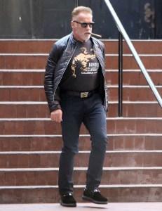 Arnold Schwarzenegger Shows off His Guns Arnold Classic T-Shirt