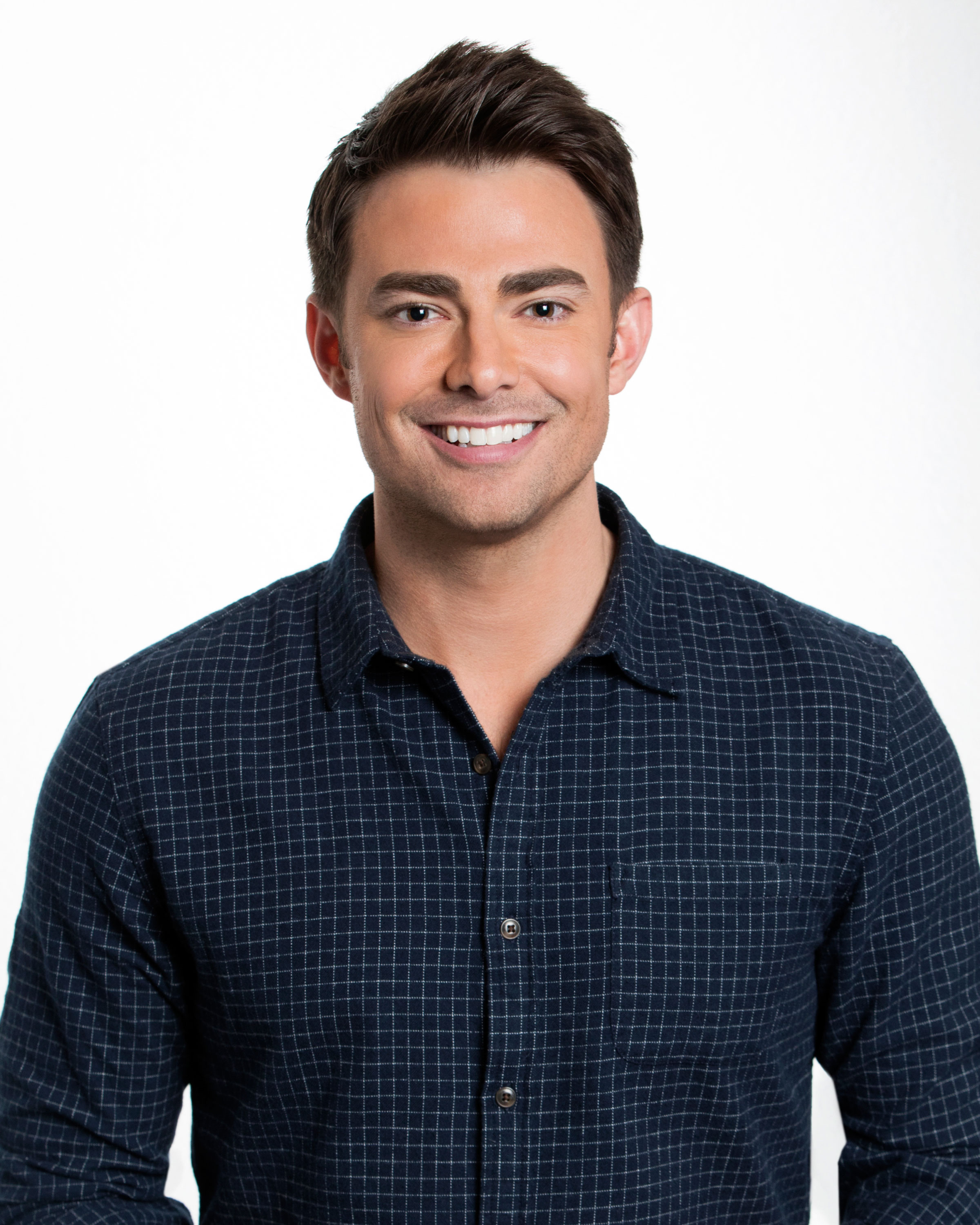 BIG-BROTHER-CELEBRITY-EDITION-Jonathan Bennett - Best known for his role as Aaron Samuels in Mean Girls , the 37-year-old actor recently booked a role on The CW's Supergirl . In 2014, he competed on Dancing With the Stars and in 2015, he hosted Cake Wars .