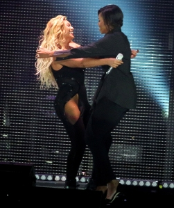 Beyonce-and-Michelle-Obama-hug-global-citizen-fest