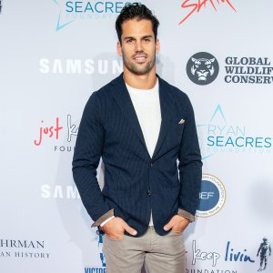 Eric Decker Laughs While Reading Hilarious Comments on His Nearly Naked Instagram Picture