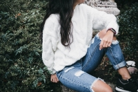 casual portrai t of teenager in ripped jeans