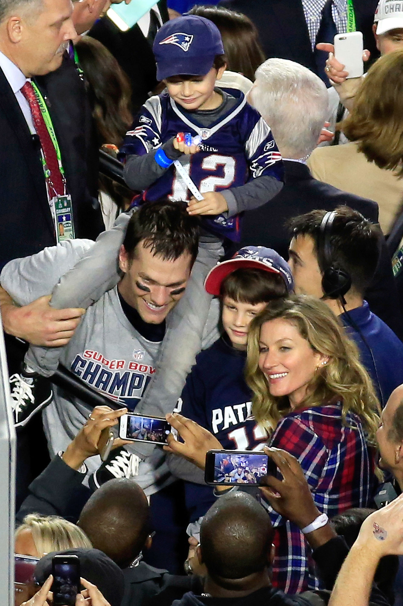 Gisele-Bundchen-Celebs-Who-Love-Football - While it's unclear whether the model was a football fan before she took up with husband Brady, she's been a sideline staple at the New England Patriots' quarterback's games since 2007. In fact, as she revealed to the Associated Press in 2014, she only has eyes for her man on the field .