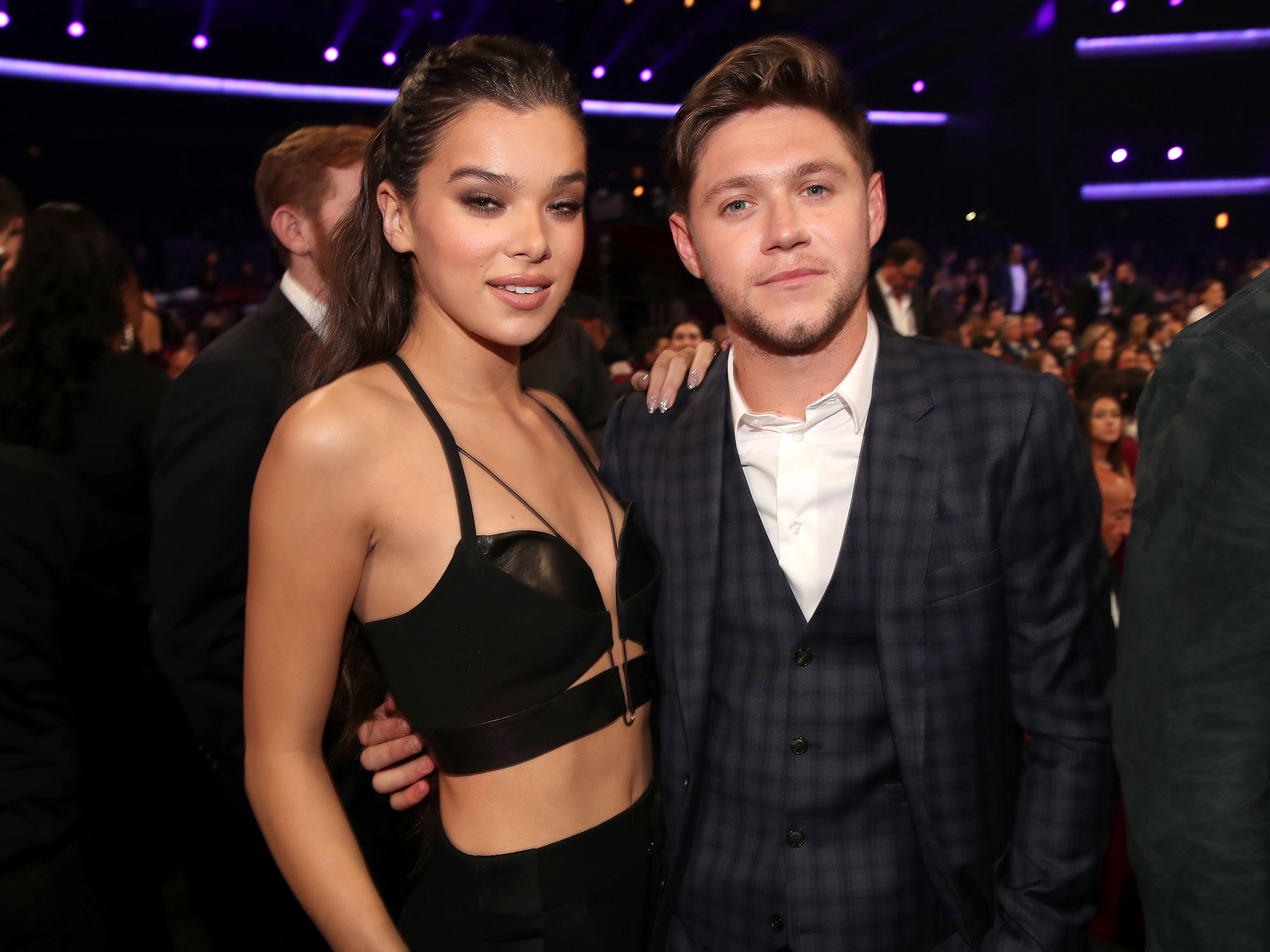 Hailee Steinfeld Shoots Down Rumors That She Threw Shade at Ex Niall Horan - Hailee Steinfeld and Niall Horan at the 2017 American Music Awards in Los Angeles on November 19, 2017.