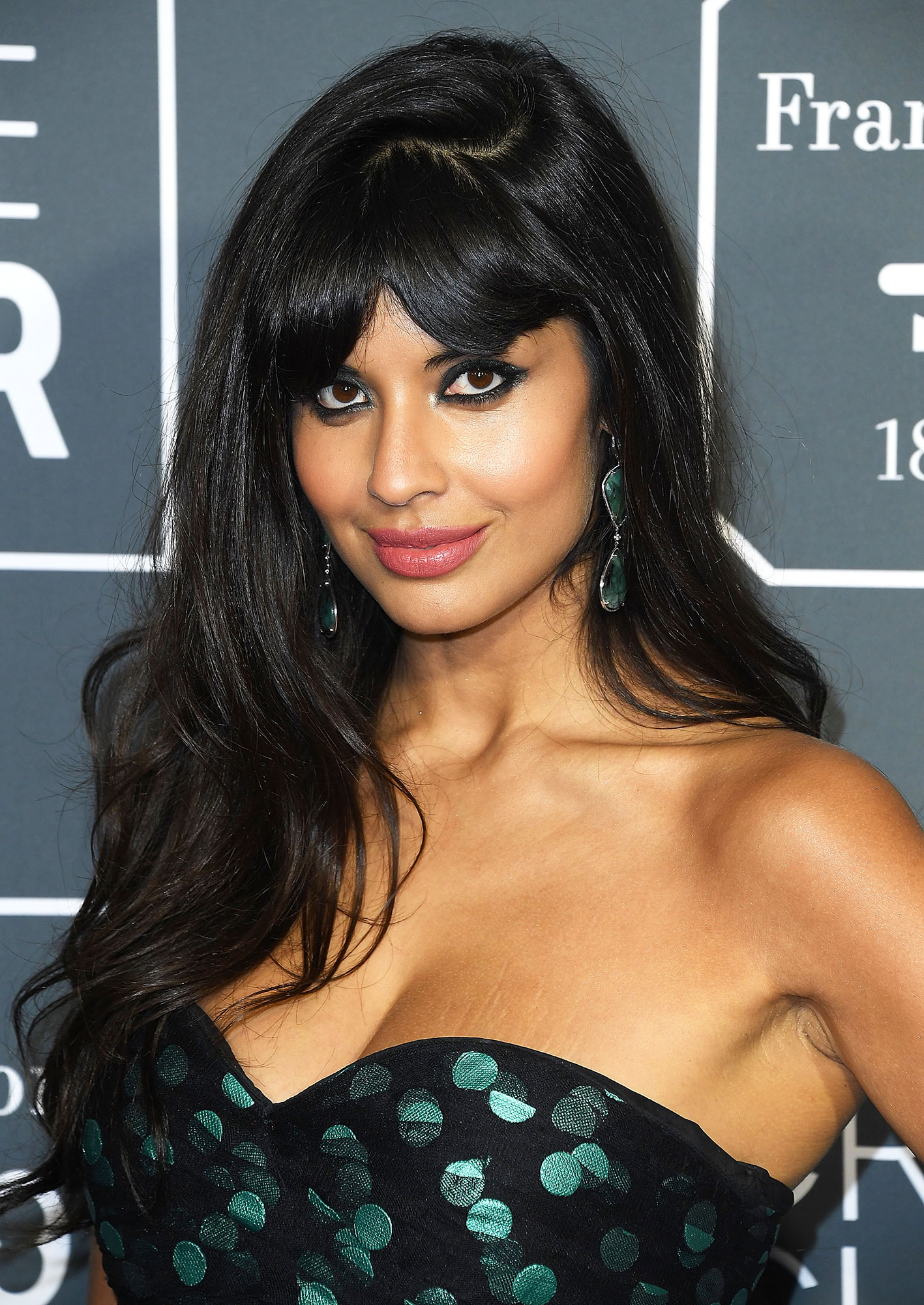 Jameela Jamil Critics' Choice Awards 2019 - With a voluminous blowout with thick fringe and lined rims by makeup artist Simone Siegl.