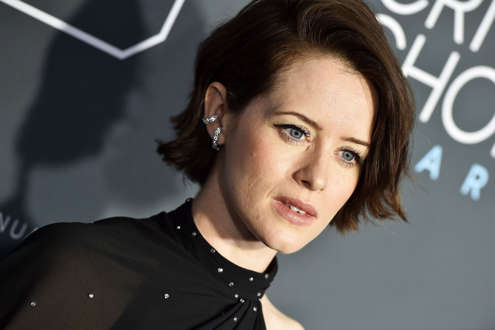 Claire Foy Critics' Choice Awards 2019 - With a sideswept blunt bob by hairstylist Jenny Cho and lined lids.