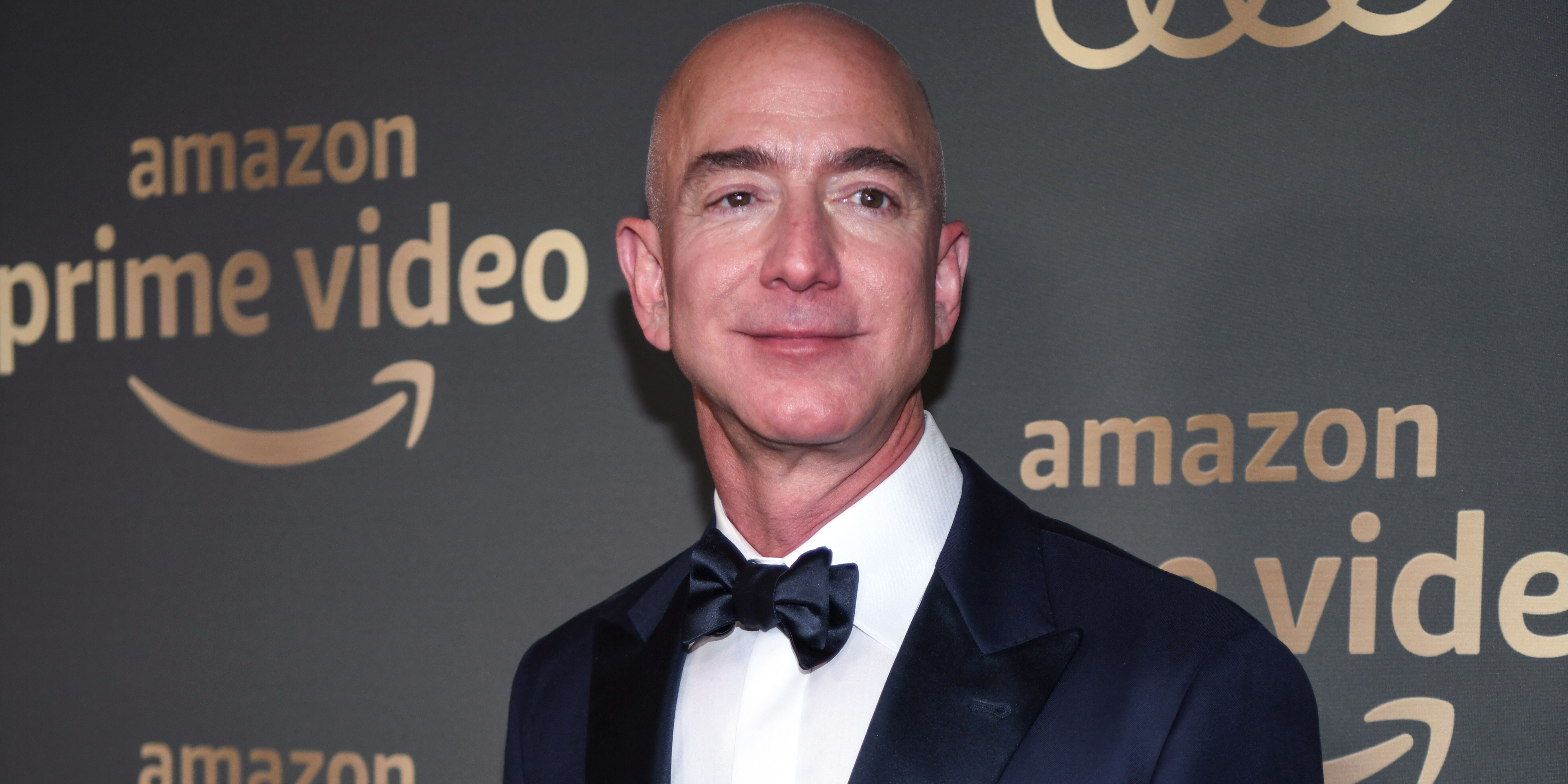 Jeff-Bezos-Ditches- Wedding-Ring-at- First-Public-Event-Since-Lauren- Sanchez-Affair- News - Jeff Bezos arrives at Amazon Prime Video's Golden Globe Awards After Party at The Beverly Hilton Hotel on January 06, 2019 in Beverly Hills, California.