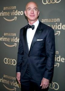 Jeff-Bezos-golden-globes-ring-on