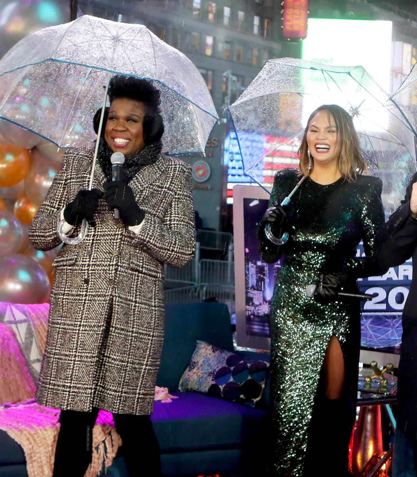 Leslie Jones Umbrella Hits Chrissy Teigen In The Face Reactions