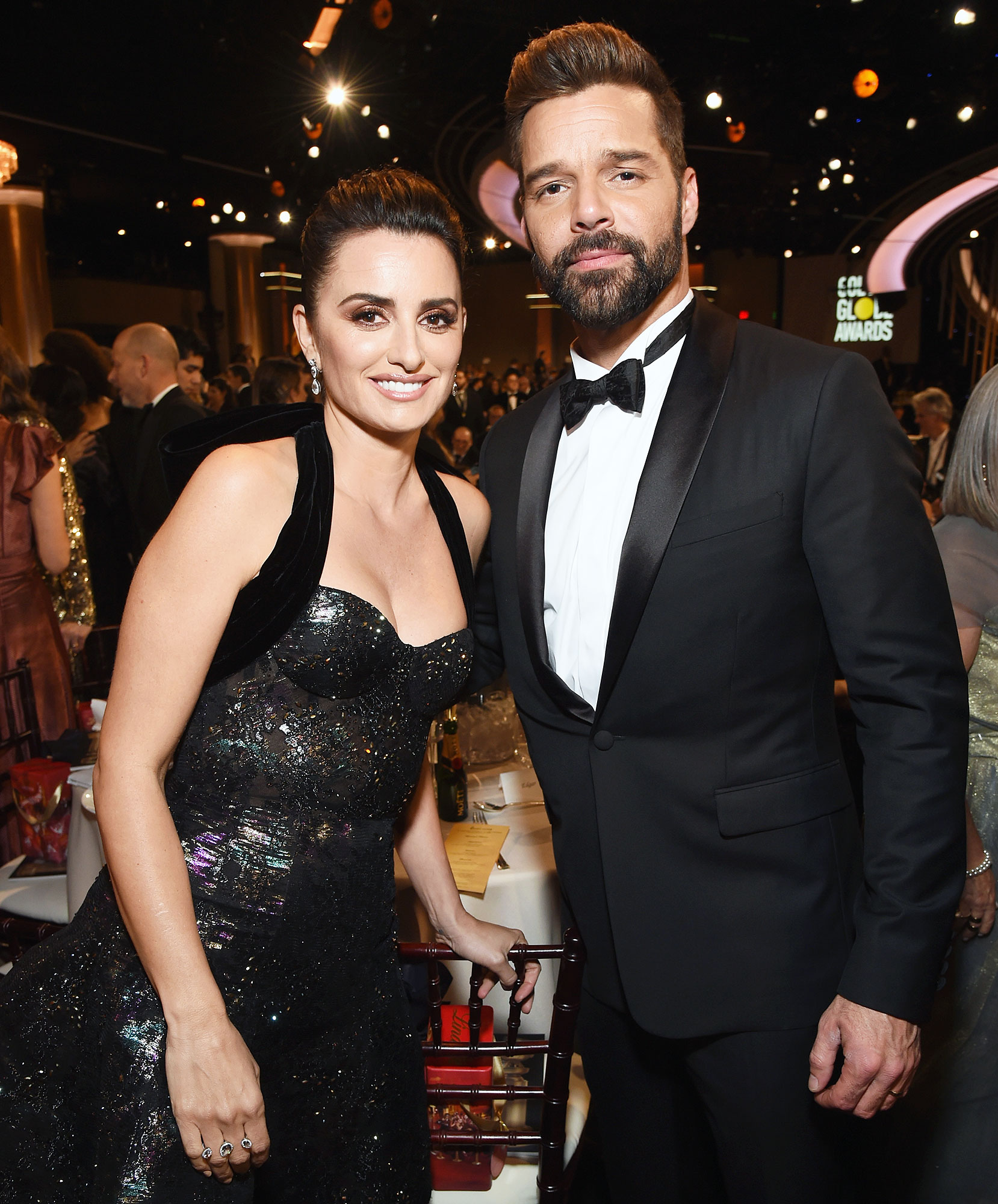 Inside Golden Globes 2019 Penelope Cruz Ricky Martin - The Assassination of Gianni Versace: American Crime Story costars Penélope Cruz and Ricky Martin reunited before taking their seats inside the hotel.