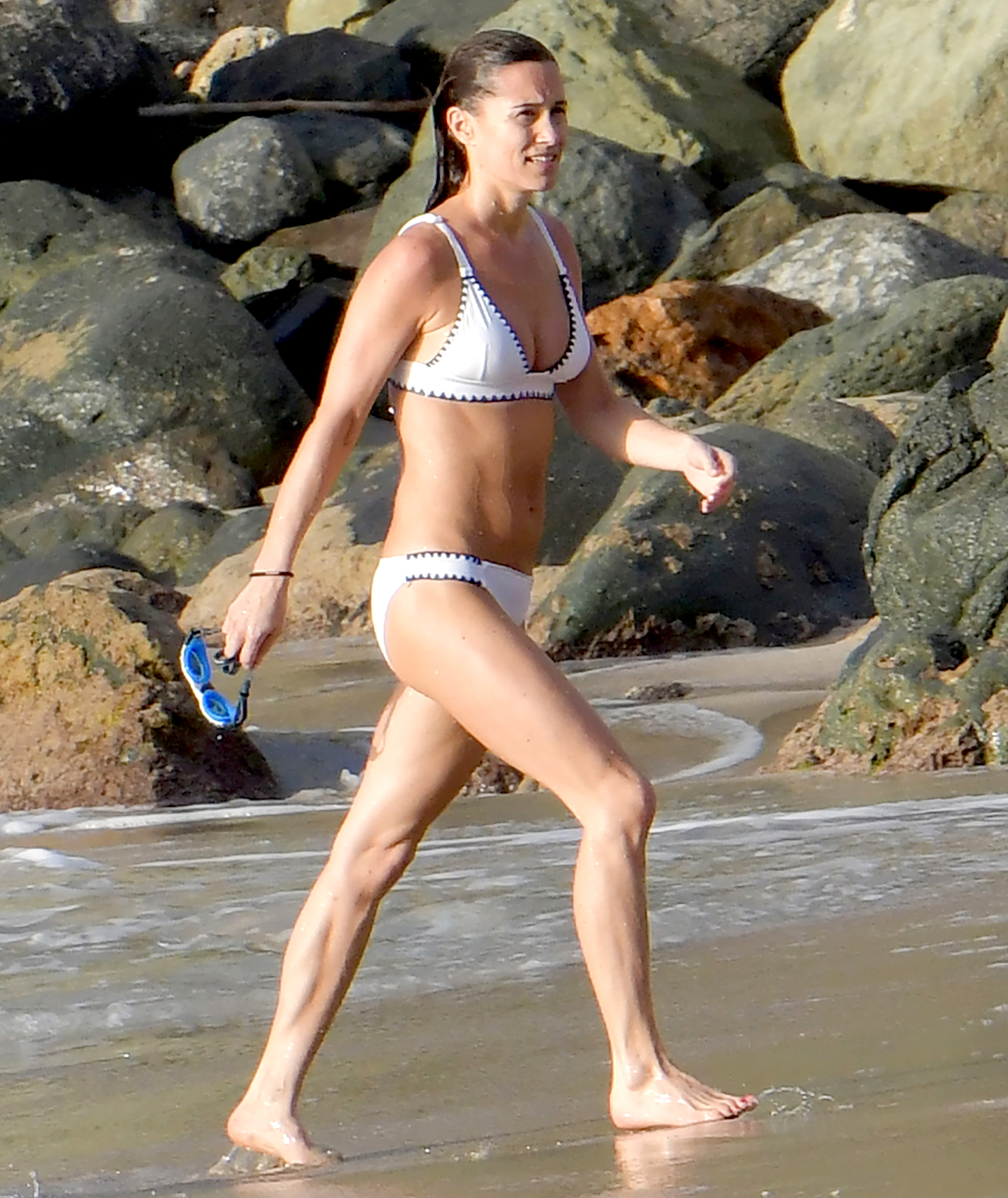 Pippa-Middleton-white-bikini-st-barts-James-Matthews - Middleton's bikini not only showed off her abs and arms, but her toned calf muscles.