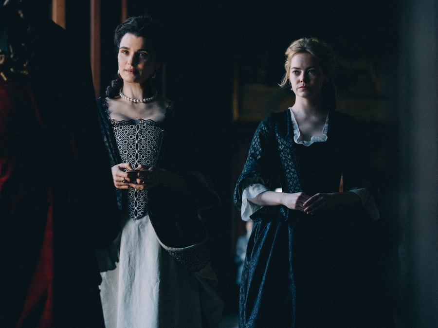 Rachel-Weisz-and-Emma-Stone-in-THE-FAVOURITE
