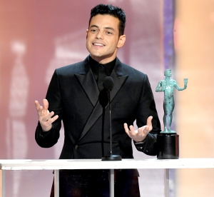 Rami-Malek-Kisses-Girlfriend-Lucy-Boynton-After-SAG-Awards-2019-win