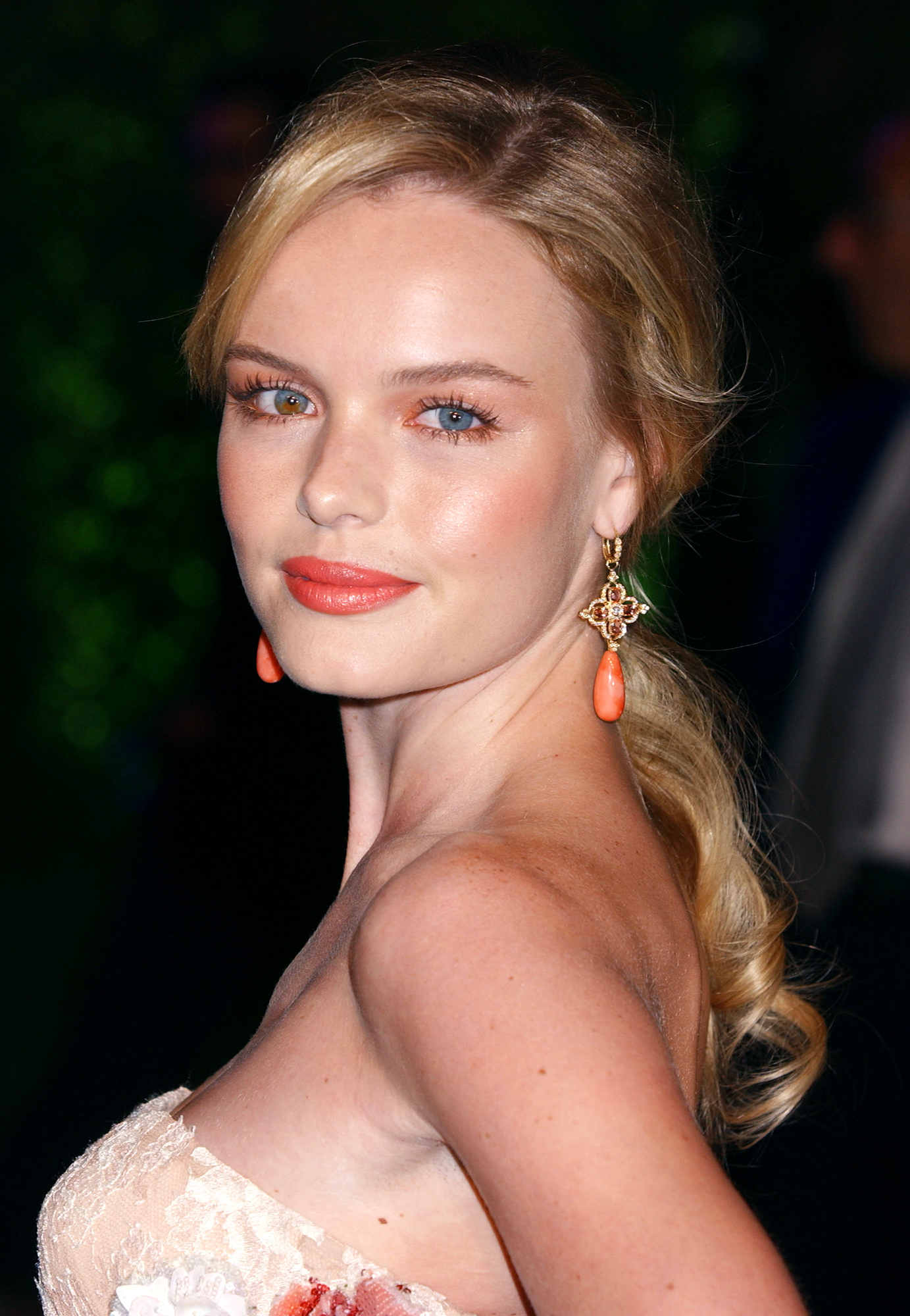 See Birthday Girl Kate Bosworth's Best Beauty Moments - The fashionista made the case for matching your eyeshadow, lipstick and blush to your earrings and dress with her monochrome coral look at the 2005 Vanity Fair Oscar Party.
